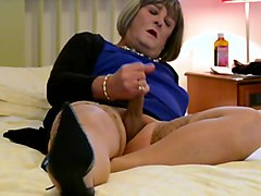 CD Carolyn Cums in Stockings - Camera 2
