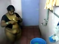 desi- south indian aunty bathing