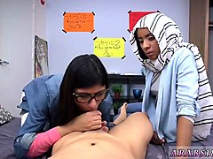 amateur threesome 40 bj lessons with mia khalifa